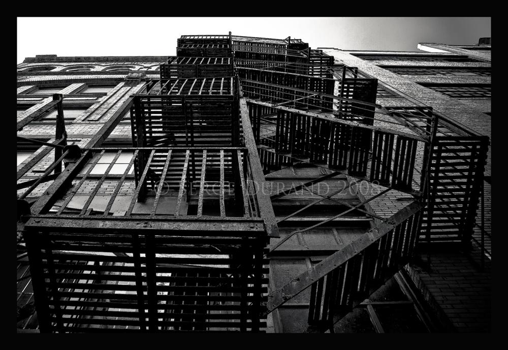 la photo du jour escaliers de secours typique new york artphotoheritage. Black Bedroom Furniture Sets. Home Design Ideas
